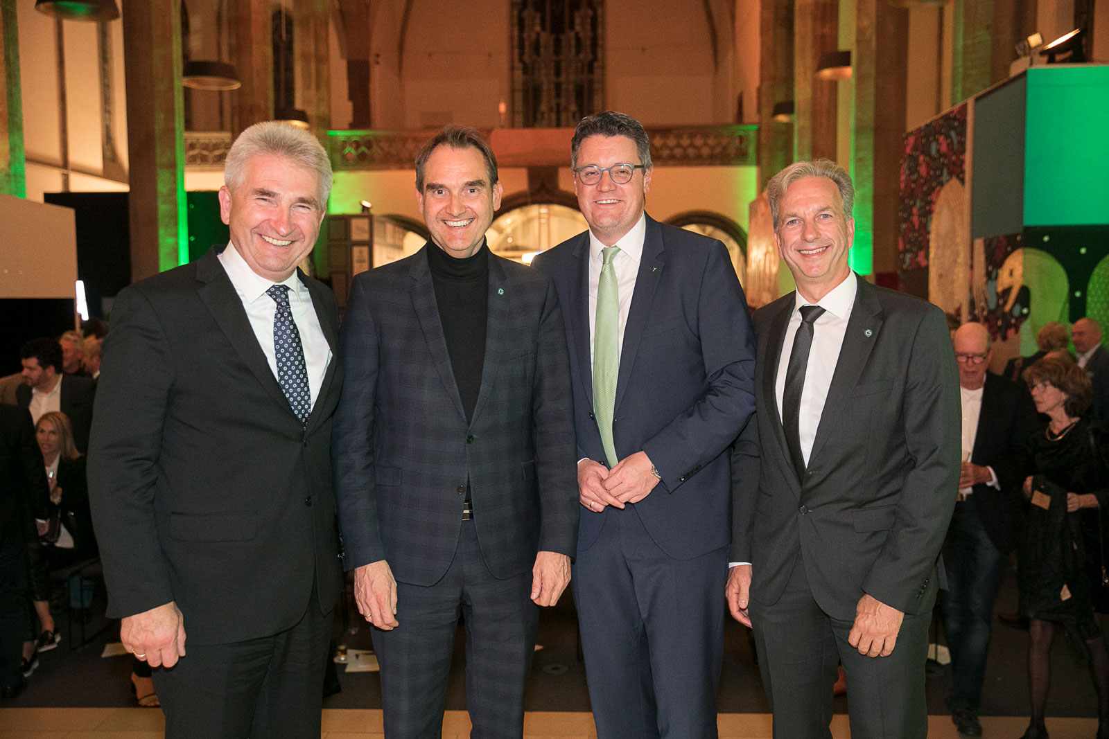 inister Prof. Dr. Andreas Pinkwart, CEO Dr. Oliver Grün, Städteregionsrat Dr. Tim Grüttemeier und COO Dirk Hönscheid bei der 30-Jahr-Feier der GRÜN Software AG.